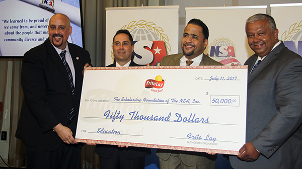 Asociación Nacional de Supermercados entrega becas por más de 150,000 dólares