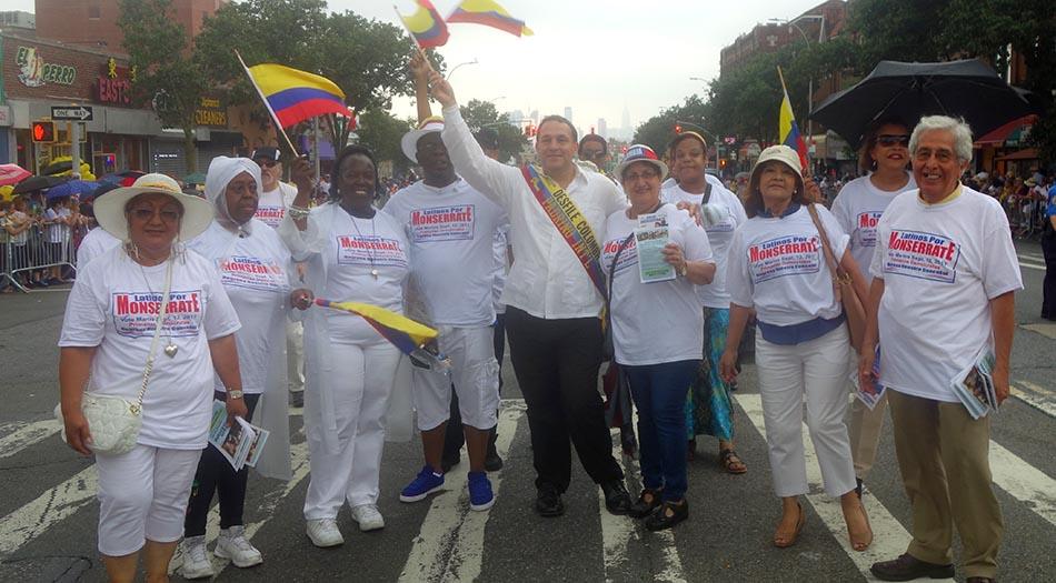 Hiram Monserrate, al centro, en el Desfile Colombiano de Nueva York con sus simpatizantes. Fotos Javier Castaño