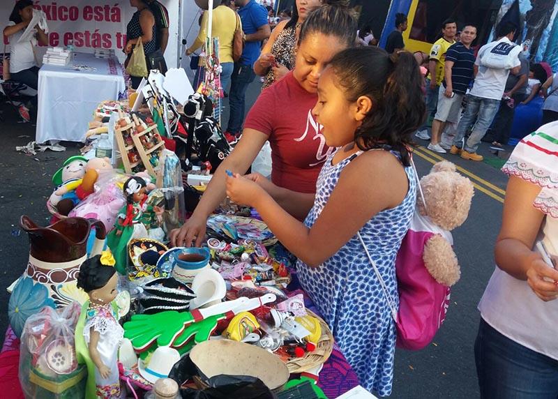 La presencia de familias y niños fue notoria en el Carnaval de la Cultura latina de este año.