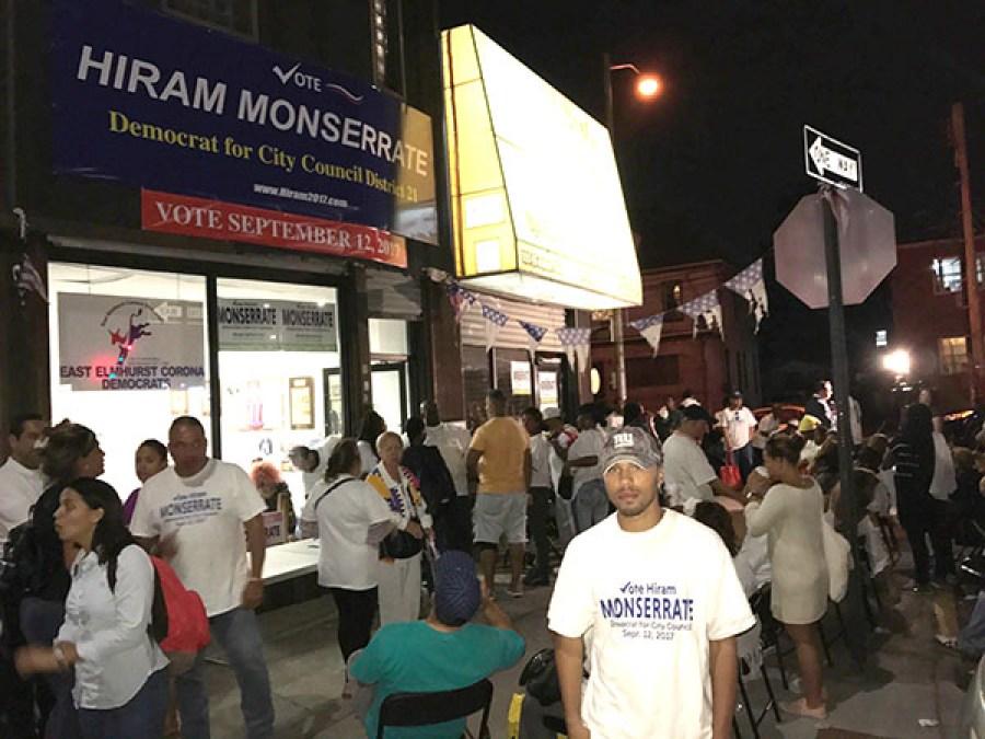 La tristeza se apoderó de los seguidores de Monserrate en su sede de campaña.