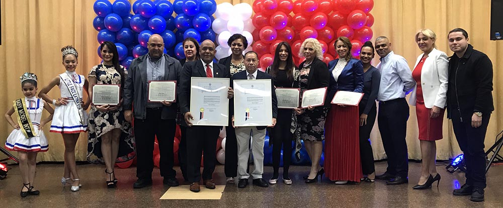 Grupo de homenajeados por el Concejo de Nueva York.