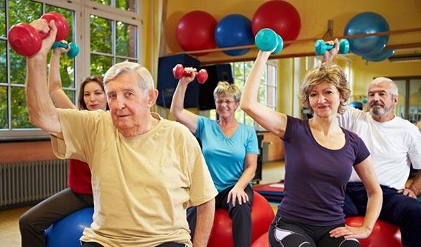 Haga ejercicio y evite enfermedades en la vejez