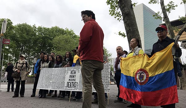 Colombianos ante Naciones Unidas NY: 'No más muertos'