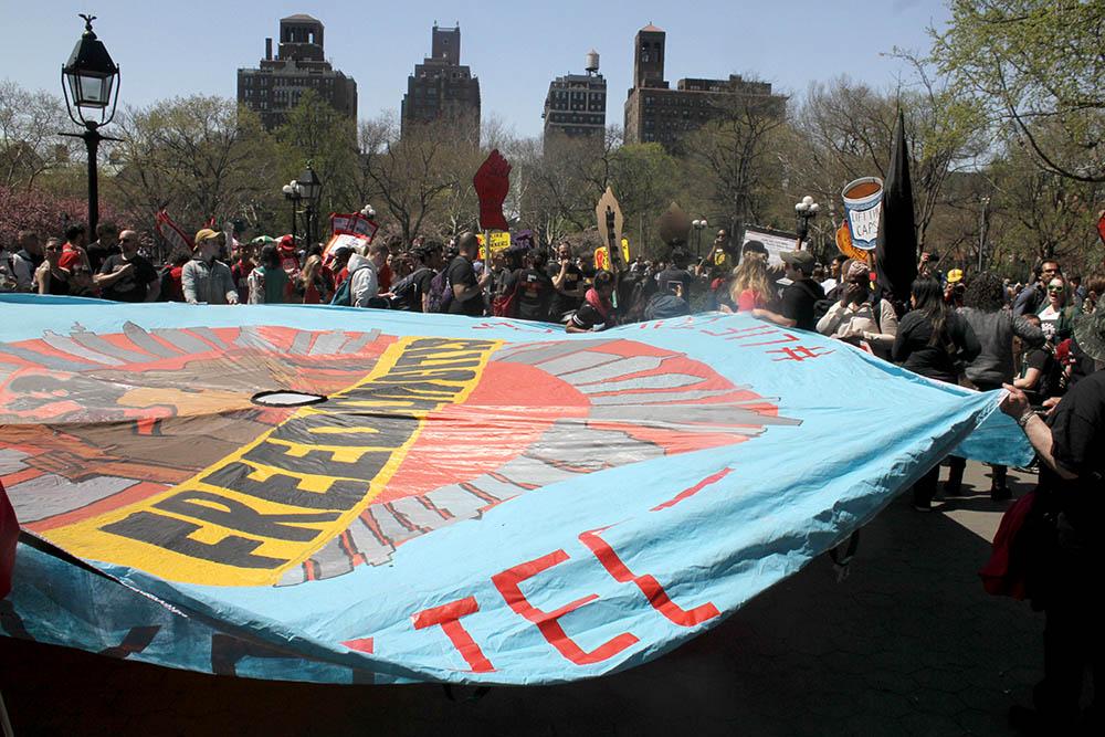 En Washington Square Park hubo discursos y pancartas. Foto Humberto Arellano