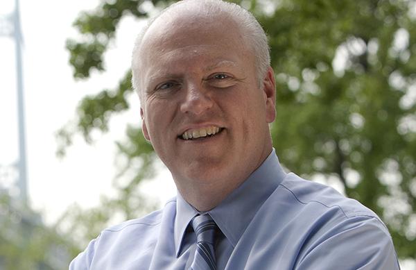 Congresista Crowley busca reelección este martes 26 de junio