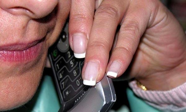 Evite las estáfas telefónicas en idioma chino