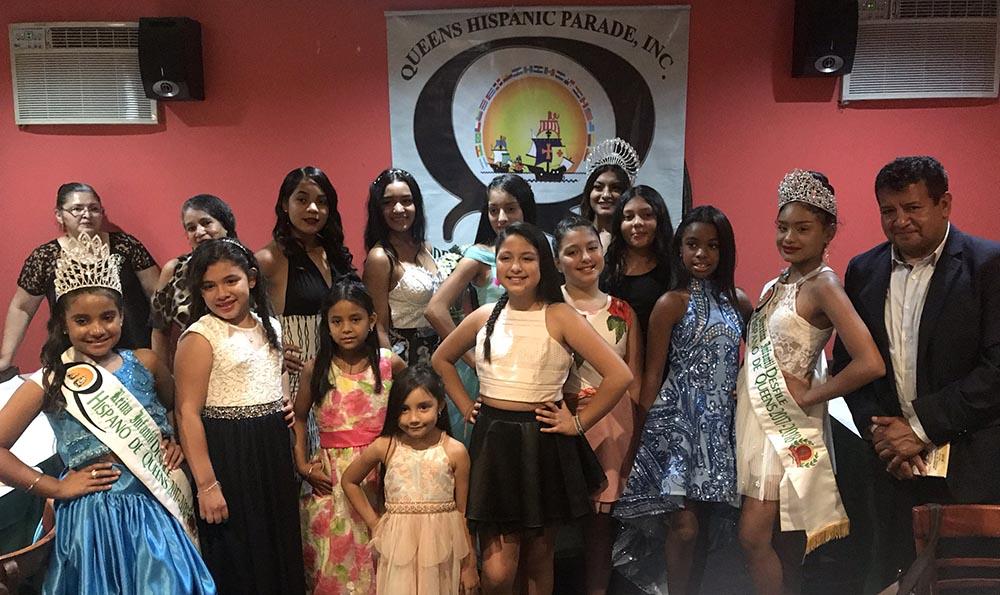 Las candidatas a reina de este desfile en el restaurante Anzuelo Fino.