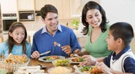 Comer en familia alimenta el estómago y el amor