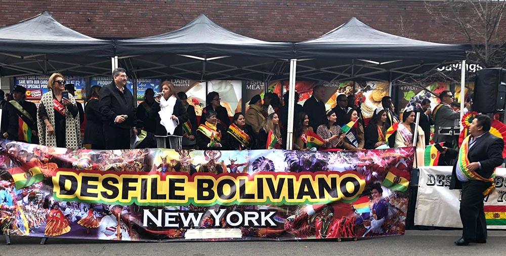 La tarima de los organizadores del Desfile Boliviano de Queens al final del evento. Foto Danny Mendoza