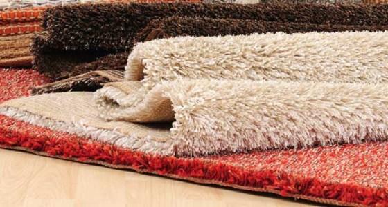 Pulire tappeti e moquette.