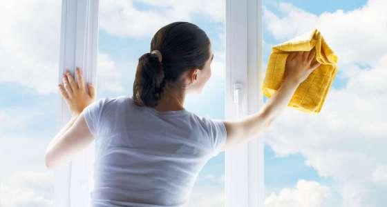 Pulizia dei vetri senza aloni.