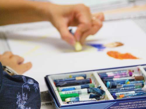 アートセラピー技法を用いた         『アートワークセラピー講座』大阪校風景