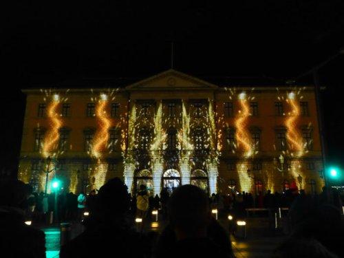 Espectáculo de luz y sonido en el Ayuntamiento de Annecy por Navidad
