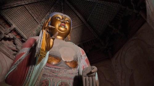 Estatua de Buda en el interior de la Pagoda de Yingxian, viajar a Datong