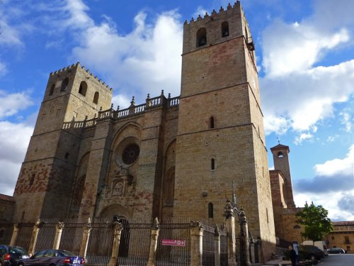 Catedral de Sigüenza, una joya del románico castellano con mezcla de otros estilos