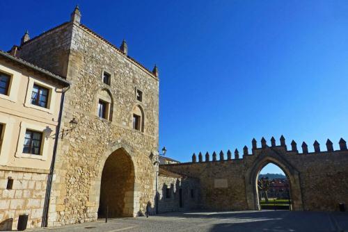 Torreón de entrada al Monasterio de Las Huelgas en Burgos