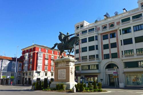 Estatua del Cid Campeador, una de la paradas de la Ruta del Cid en Burgos