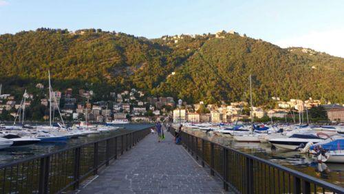Funicular Como-Brunate desde el puerto de Como
