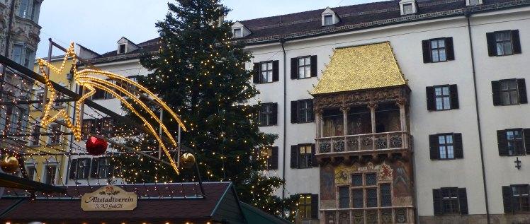 El Tejadillo de Oro de Innsbruck es el marco incomparable de uno de los Mercadillos de Navidad más pintorescos de Austria