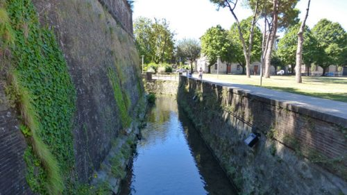 Foso alrededor de la Muralla de Lucca