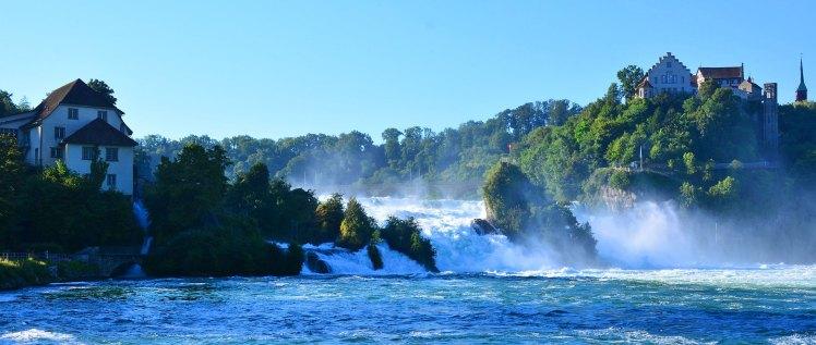 Si las Cataratas del Rin ya están consideradas el mayor salto de agua de Europa, en primavera aumentan todavía más su caudal y espectacularidad