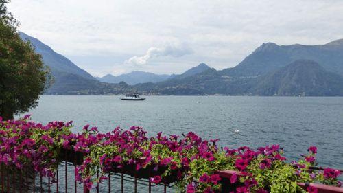 Terraza con vistas al Lago de Como, una de la regiones que más turismo atrae del norte de Italia
