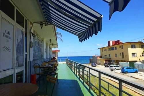 Terraza del Café Fortuna, una de las mejores cafeterías del barrio Miramar