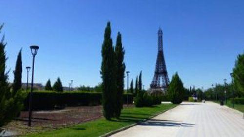 Torre Eiffel de París en el Parque Europa de Torrejón de Ardoz