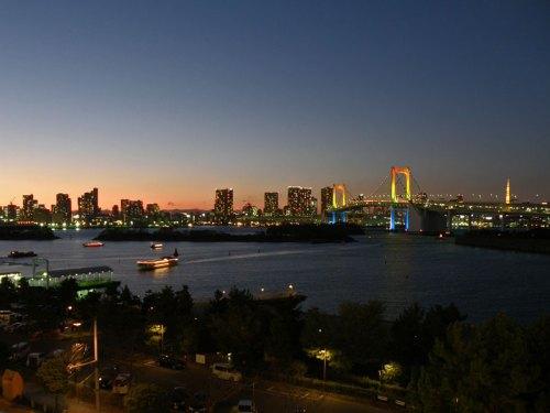 Vista nocturna de la Bahía de Tokio desde Odaiba