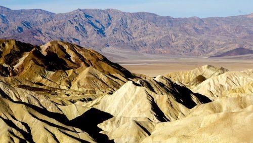Vistas de las montañas que rodean el Valle de la Muerte desde Zabriskie Point