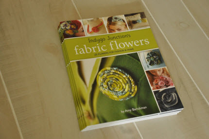 PublishersIndygoJunctionsFabricFlowersBook_table