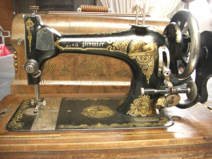 singer sewing machine value by serial number