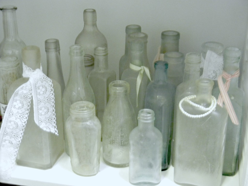 Vintage bottles - wedding decor - Quirky Parties