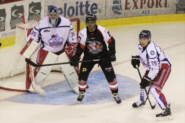 Corbeil dans l'uniforme de l'Assurancia, affrontant l'équipe qui allait l'acquérir quelques mois plus tôt. - Photo: Hugo Cotnoir