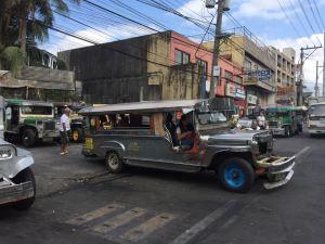 Das klassische Transportmittel hier ist das Jeepney