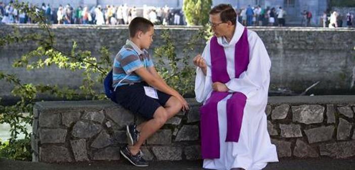 Los sacerdotes deben estar disponibles a ofrecer la misericordia de Dios