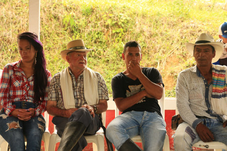 Campesinos de la vereda La Plancha. Foto: Bibiana Ramírez – APR.