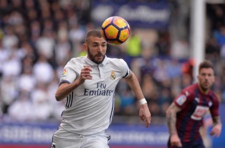 En la imagen, Karim Benzema del Real Madrid en encuentro contra el Eibar, 4 marzo, 2017. REUTERS/Vincent West