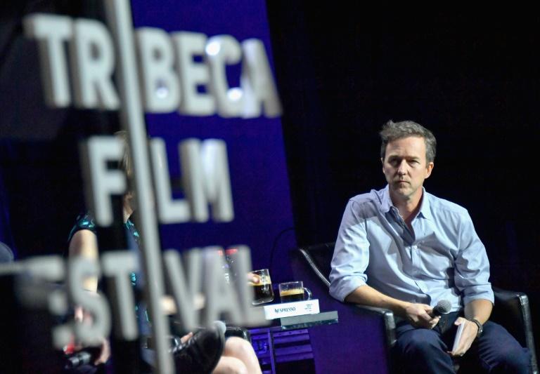 """El actor Edward Norton habla luego de la presentación del filme """"From the Ashes"""" (Desde las cenizas), durante el FEstival de Cine de Tribeca, el 26 de abril de 2017 GETTY IMAGES/AFP / Mike Coppola"""