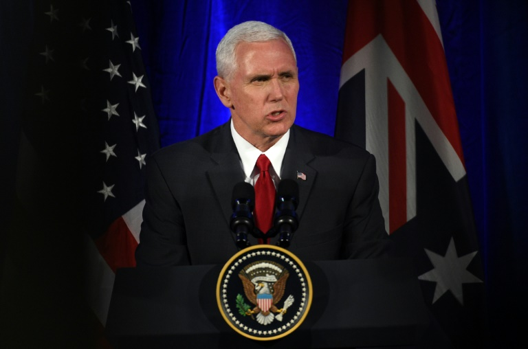 El vicepresidente estadounidense, Mike Pence, en un foro empresarial en Sídney este 22 de abril de 2017, cuando afirmó que el portaaviones estaodunidense USS Carl Vinson llegará al Mar de Japón en unos días  AFP / Said Jan