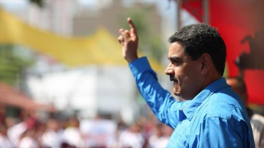 El presidente venezolano, Nicolás Maduro, pronuncia un discurso durante la marcha de estudiantes chavistas en Caracas, capital, 26 de abril de 2017.