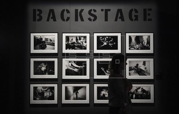 """Detalle de una instalación de la exposición """"The Pink Floyd Exhibition: Their Mortal Remains"""" en el museo Victoria and Albert Museum en Londres (Reino Unido) hoy, 9 de mayo de 2017. La exposición estará abierta al público del 13 de mayo al 1 de octubre de 2017. EFE"""