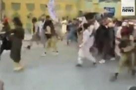Conducerea talibană a dat ordin luptătorilor săi să rămână la porțile Kabulului: Așteptăm transferul pașnic de putere