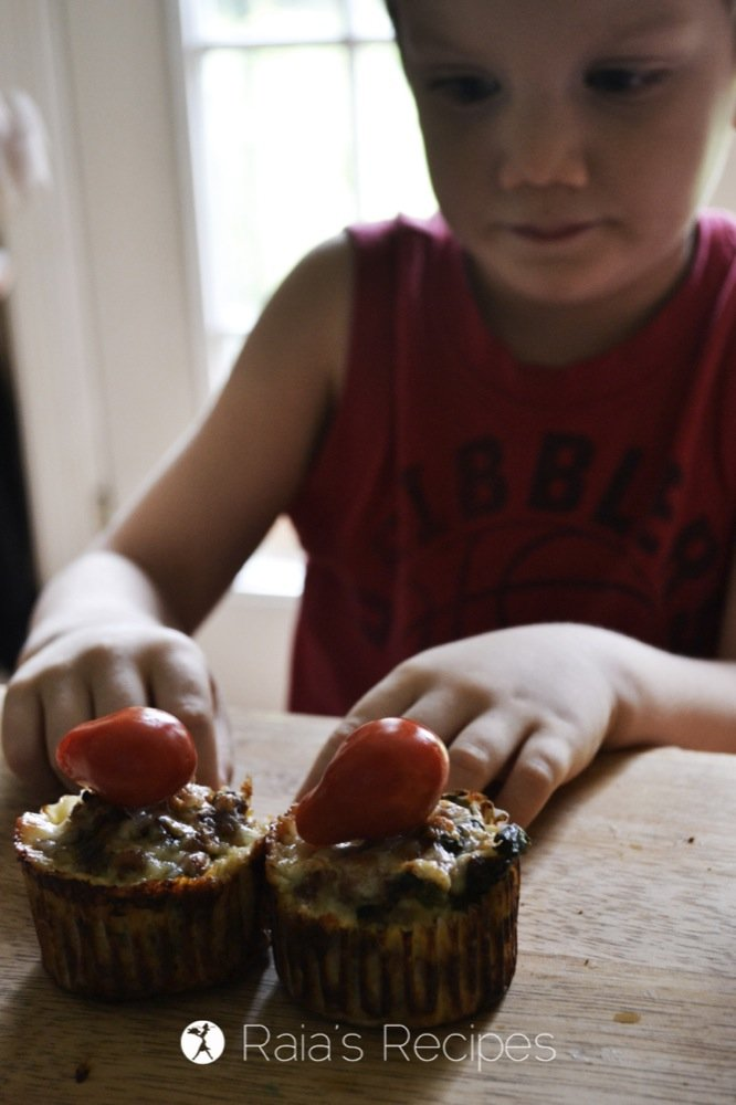Delicious, kid-friendly, grain-free Pizza Meat Muffins from the Healthy Lunch Box | RaiasRecipes.com