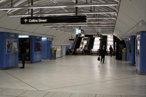 Collins Street concourse at Parliament station platform 1/2