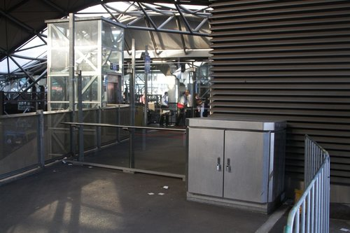 Glass barrier between the suburban and country paid areas still in place at Southern Cross Station