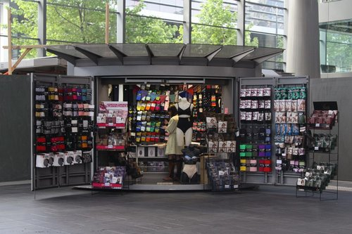 WHY IS THERE AS SOCK SHOP AT SOUTHERN CROSS STATION?