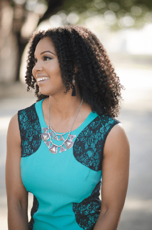 Think and Grow Chick Founder Courtney Sanders shares how she's growing her online business