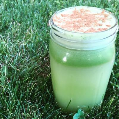 "Cinnamon Ginger Green Juice + Is wanting to eat healthy ""orthorexia""?"