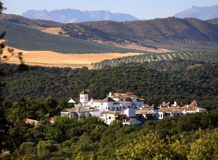 la-bobadilla-a-royal-hideaway-hotel-exterior-1d9422
